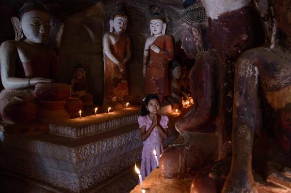 Candlelight prayers by NathalieM