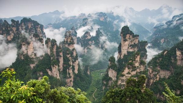 Zhjangaiijie Mountains, China by Brookhousek