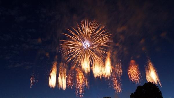 Balloon Fiesta Fireworks by jon_gopsill