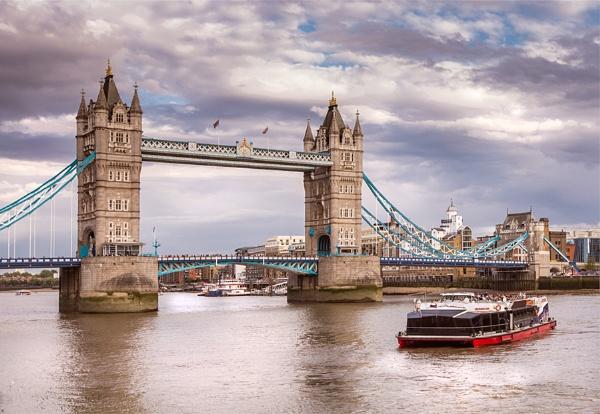 Tower Bridge by ednys