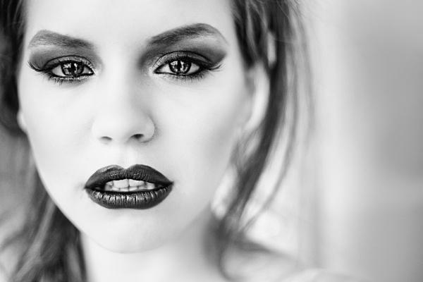 Beauty in B&W by GregorP