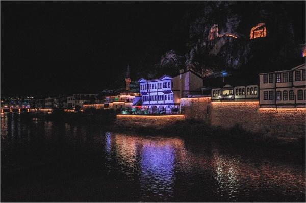 Amasya at Night by nonur