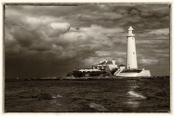 St Mary\'s Lighthouse. by danbrann