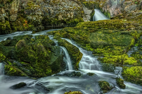 An Ingleton waterfall by oddlegs