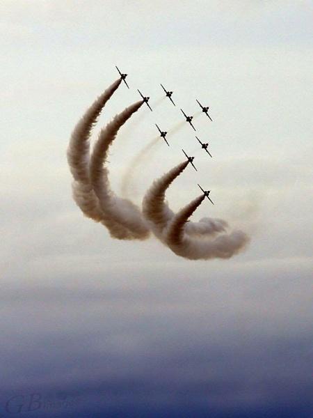 Arrows in flight by grahamab