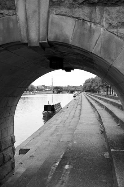 Through the arch by smitbar