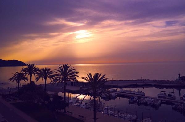 cala bona sunrise by lesvictor
