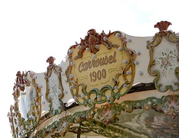 Carrousel 1900 by Alda