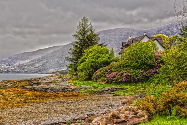 House on the Loch. by Nigwel