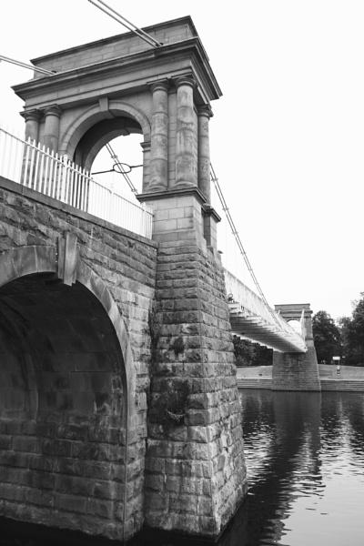 The suspension bridge, Nottingham Trent embankment by smitbar