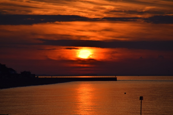 Herne Bay Sun Setting by mini79