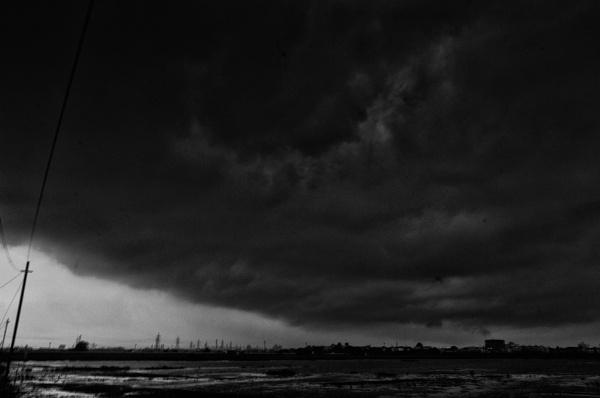 Dramatic sky by tadphaleuday