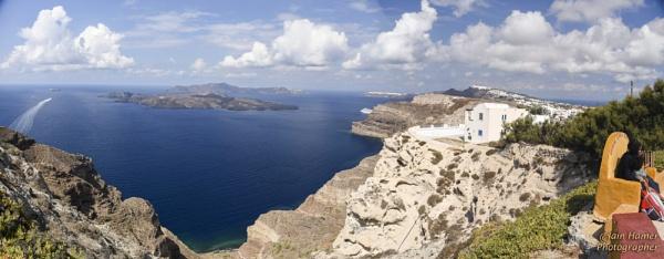 Santorini Caldera by IainHamer