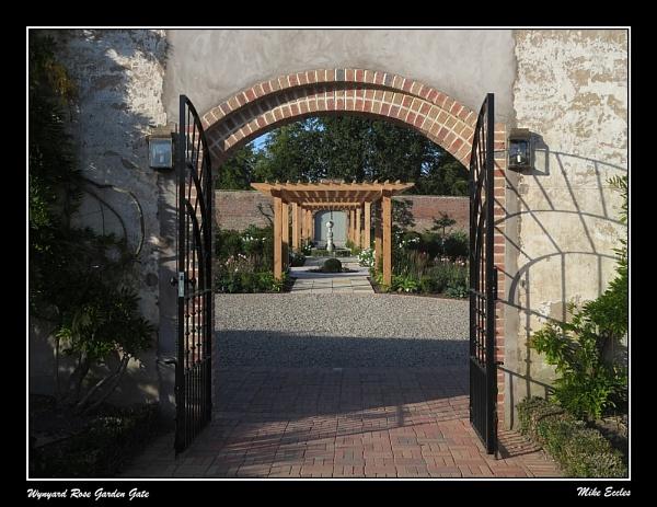 Wynyard Rose Garden Entrance by oldgreyheron