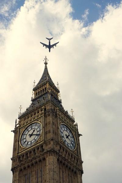 London\'s sky by raadalshawi