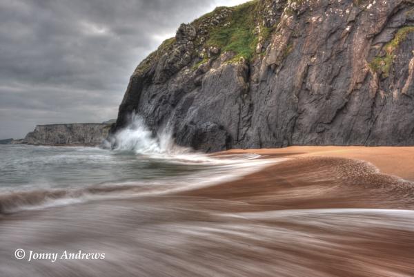 Breaking Waves by JonnyNI