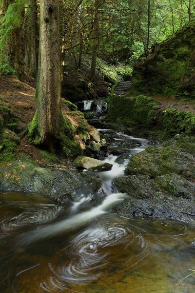 Pucks Glen falls. by fynephotography