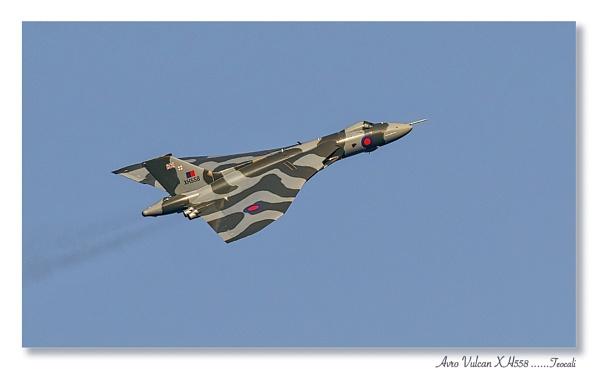 Avro Vulcan XH558 by teocali