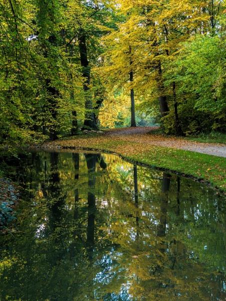 Autumn by lesvictor