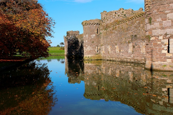 Autumn at Beaumaris Castle by stanny30