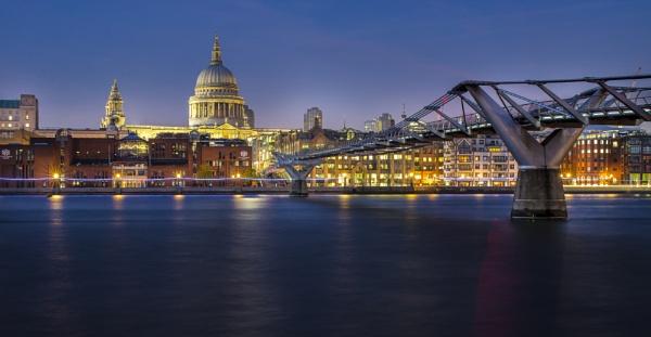 Millennium Bridge & St Paul\'s by Chontrell