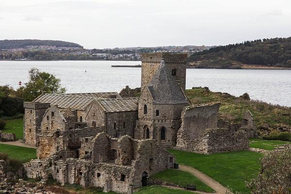 Inchcolm Abbey in Inchcolm Island by johnsd