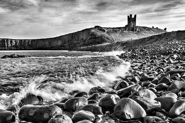 Dunstanburgh Castle by icphoto