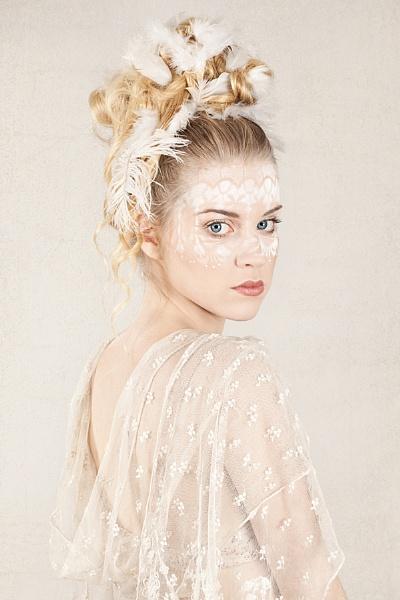 Swan by Carri