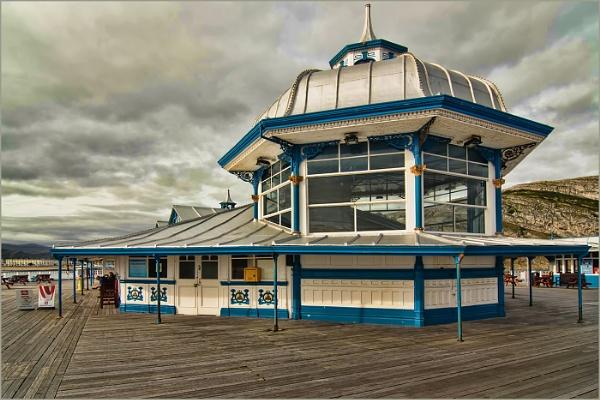 Llandudno Pier by malleader