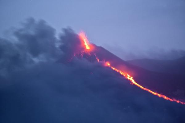 Etna eruption by rontear