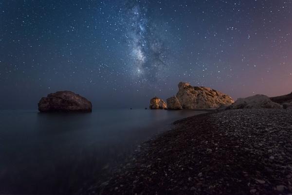 Milky way at Aphrodites rock by aeras