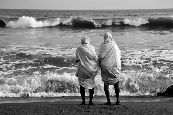 OLD WOMEN AND THE SEA by Chinmoy