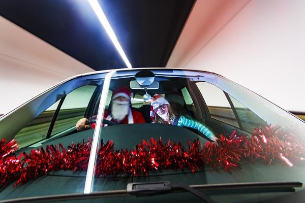 Santas New Sleigh by sitan1