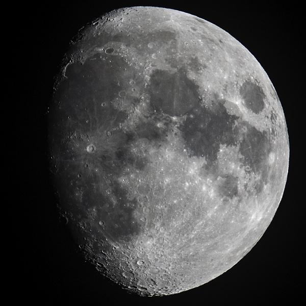 Moon by daibev