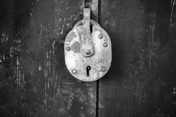old padlock by psjekel