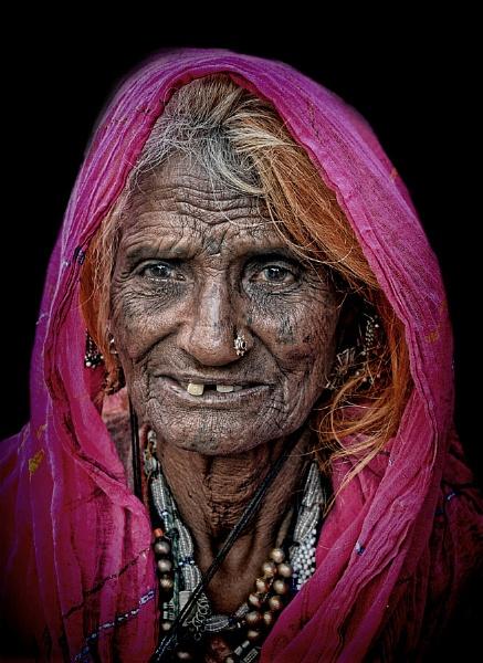 Rajasthani woman in Jodhpur by sawsengee