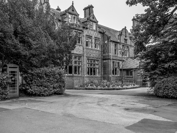 Chester Zoo, The old family house by kermode111