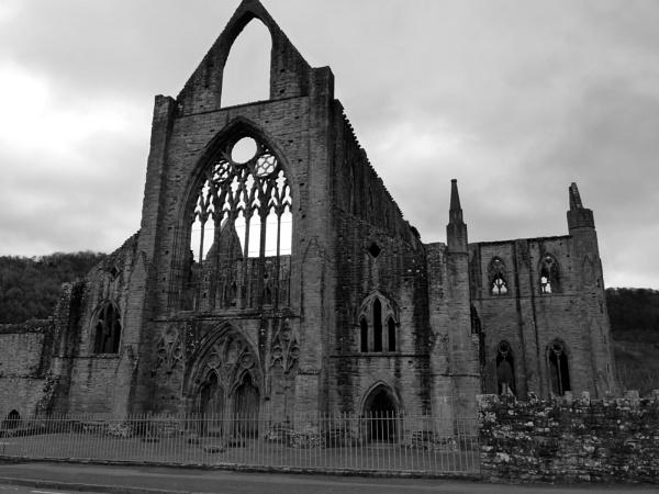 Tintern Abbey by dixy