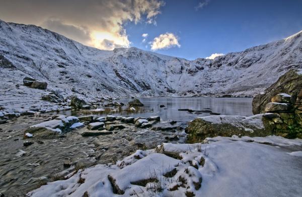 Winter at Llyn Idwal by Brenty