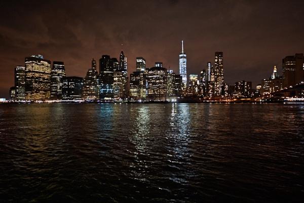 Manhattan in the dark by galskjaer
