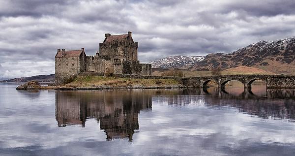 Eilean Donan Castle by scrimmy