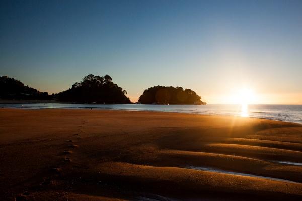 Kaiteriteri Sunrise by mattneilj