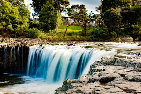 Haruru Falls, New Zealand by mattneilj