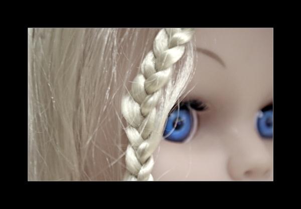 Blue Eyes by helenlinda