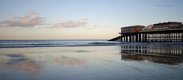 Cromer Pier by vivdy
