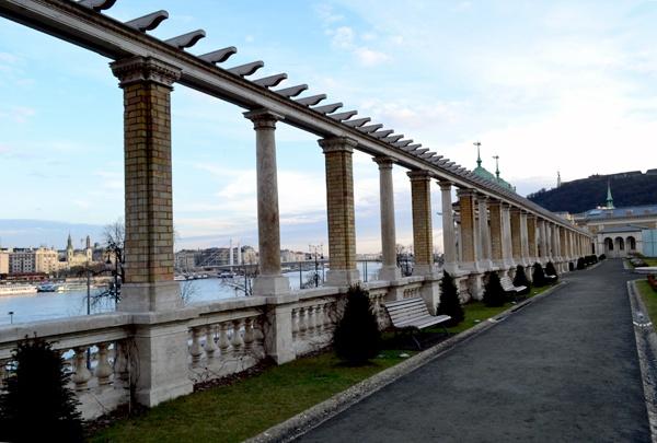 columns by Laslo