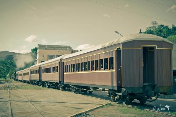 Steam train sightseeing-01 by Zerstorer