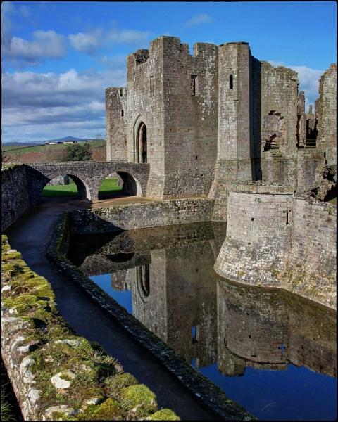 Raglan Castle by dukes_jewel