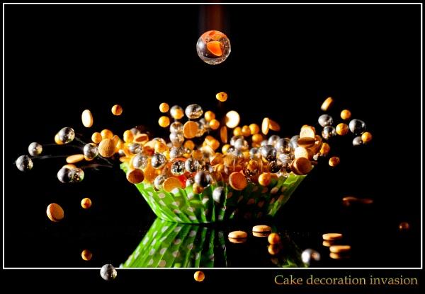 Cake decoration invasion by EddieAC