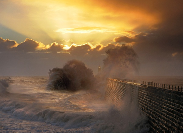 Dawn meets wind and High tide by jamie_w